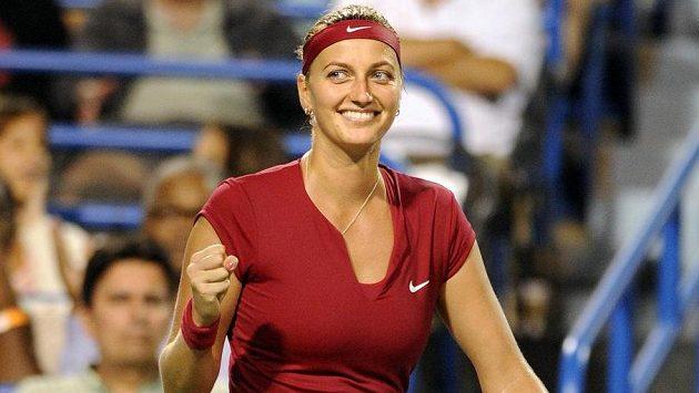 Petra Kvitová se raduje z postupu do finále turnaje v New Havenu.