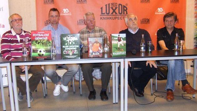 Zleva Milan Macho, Jaromír Blažek, Josef Masopust, Petr Feldstein a Zdeněk Pavlis s novými knihami.