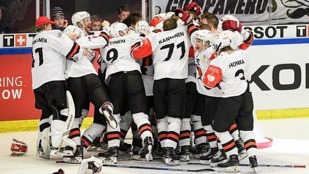 Radost hokejistů Jyväskylä z vítězství v letošním ročníku Ligy mistrů.