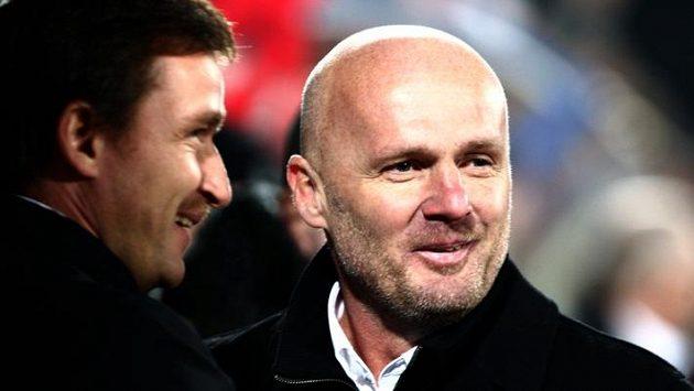 Spokojený trenér Michal Bílek (vpravo) a manažerem Vladimírem Šmicrem po výhře 3:0.