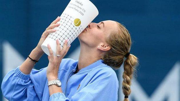 Petra Kvitová slaví turnajové vítězství. Po finálové výhře nad Karolínou Muchovou