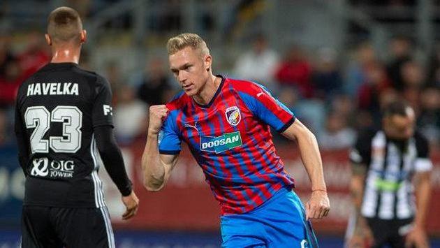 Roman Procházka z Plzně se raduje z gólu.
