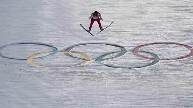 Německý sdruženář Johannes Rydzek na olympijském můstku.