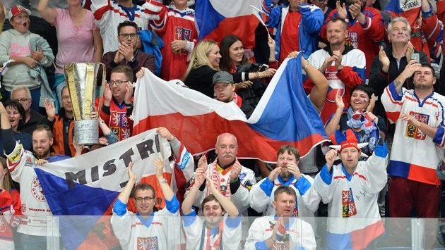 Vyhrají čeští fanoušci nad Slováky?