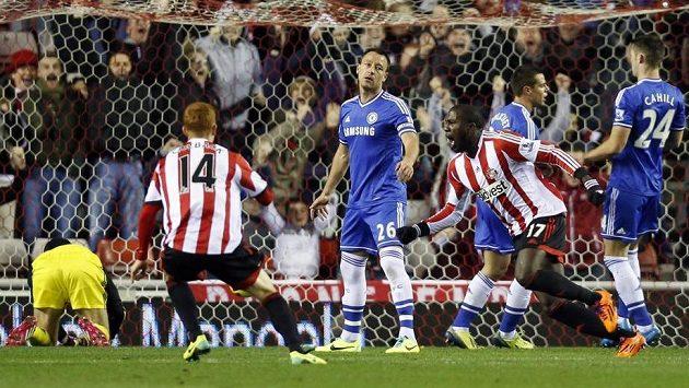Když Jozy Altidore (číslo 17) dal Petru Čechovi první gól, nikdo netušil, jakou přestřelku mezi Sunderlandem a Chelsea rozpoutal...