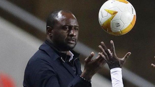 Trenér Nice Patrick Vieira během utkání Evropské ligy.