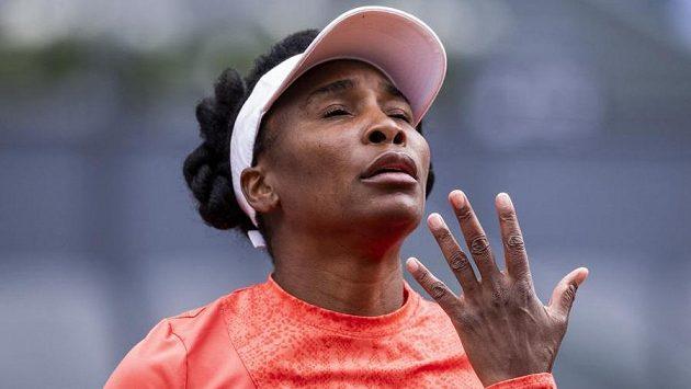 Venus Williamsová v souboji s Jennifer Bradyovou