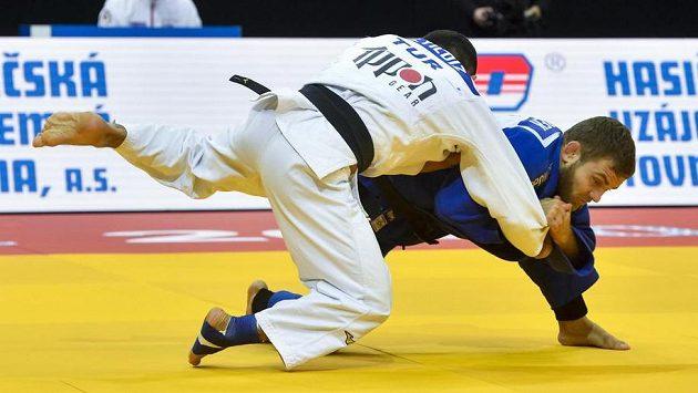 V souboji kategorie do 60 kg David Pulkrábek (vpravo) a Salih Yildiz z Turecka.