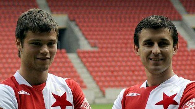 Fotbalisté Slavie Ondřej Čelůstka (vlevo) a Riste Naumov