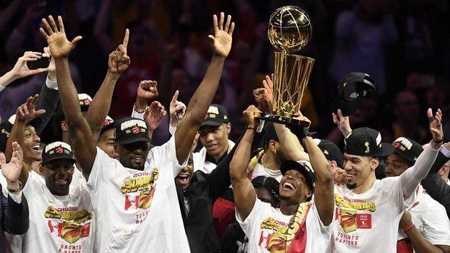 Noví šampioni NBA - basketbalisté Toronto Raptors.
