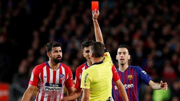 V lize proti Barceloně viděl Diego Costa (vlevo) z Atlética Madrid červenou kartu.