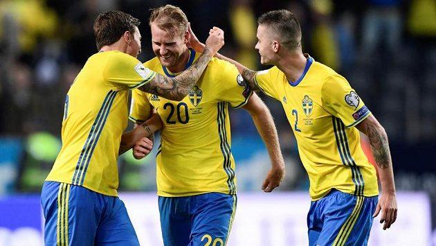 Švédský fotbalový reprezentant Victor Lindelöf (vlevo) je novou akvizicí Manchesteru United.