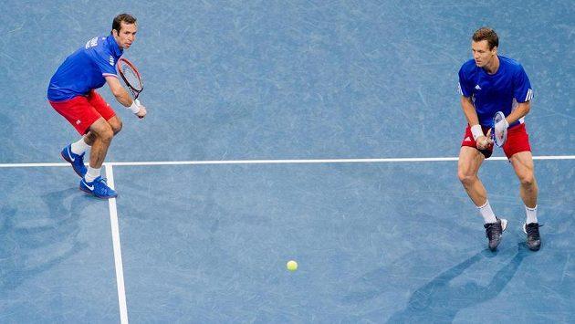 Radek Štěpánek (vlevo) a Tomáš Berdych v zápase proti německé dvojici Philipp Kohlschreiber, Philipp Petzschner.
