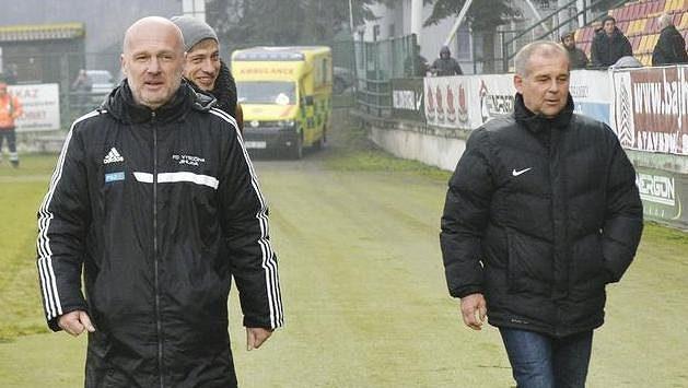 Trenéři Jihlavy Michal Bílek (vlevo) a Příbrami Petr Rada (uprostřed).