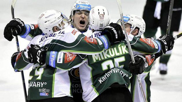 Radost hokejistů Karlových Varů.