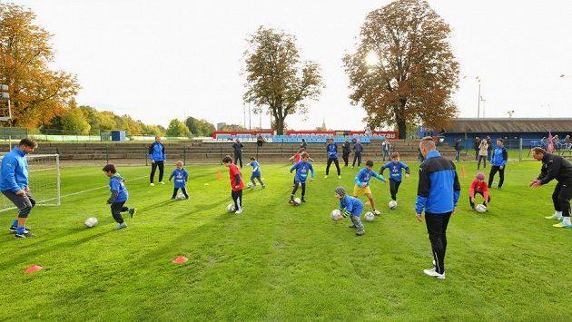 Řadě dětí chybí do fotbalu chuť (ilustrační foto)