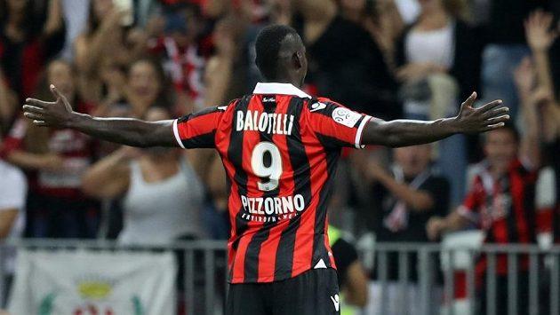 Mario Balotelli při premiéře za Nice dvakrát skóroval.