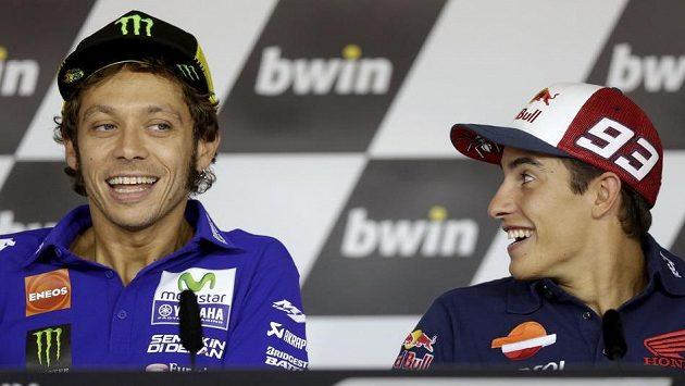 Slavný Ital Valentino Rossi (vlevo) má Masarykuv okruh rád. Vpravo Španěl Marc Márquez.