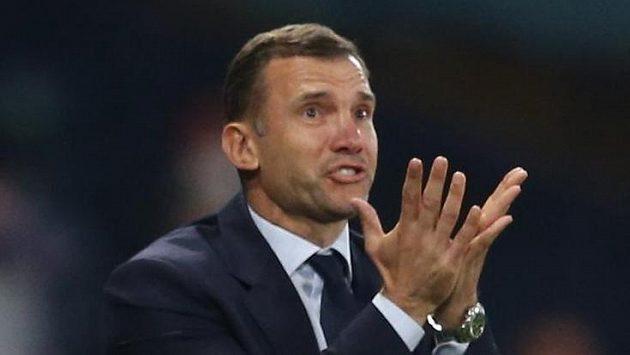 Trenér ukrajinské fotbalové reprezentace Andrej Ševčenko reaguje na dění na hřišti během utkání EURO.