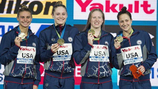 Vítězná sestava Američanek (zleva) Katrina Marie Konopkaová, Kelsi Worrellová, Lilly Kingová a Alexandra Margaret De Loofová.