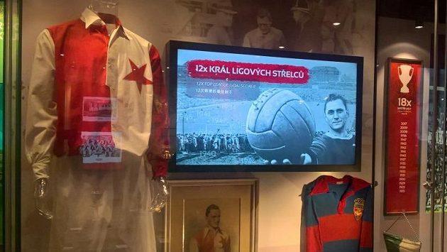 Jedna vitrína je v muzeu Slavie samozřejmě věnována Pepimu Bicanovi.