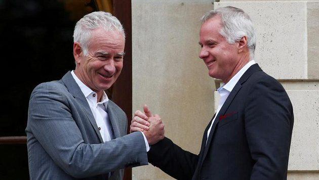 John McEnroe (vlevo) a jeho bratr Patrick McEnroe. Archivní foto
