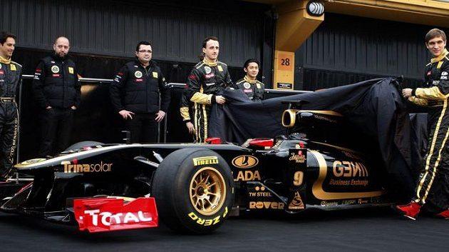 jezdci stáje Renault Robert Kubica (uprostřed) a Vitalij Petrov odhalují monopost R31 pro sezónu 2011.