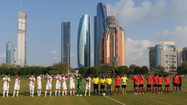 Fotbalisté Šachtaru Doněck se přípravují ve Spojených arabských emirátech v atraktivním prostředí...