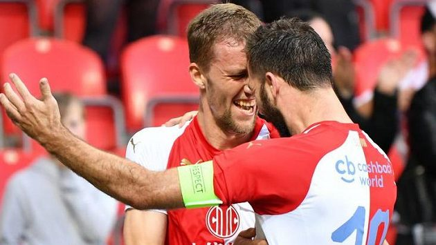 Slávisté Tomáš Souček a Josef Hušbauer slaví gól