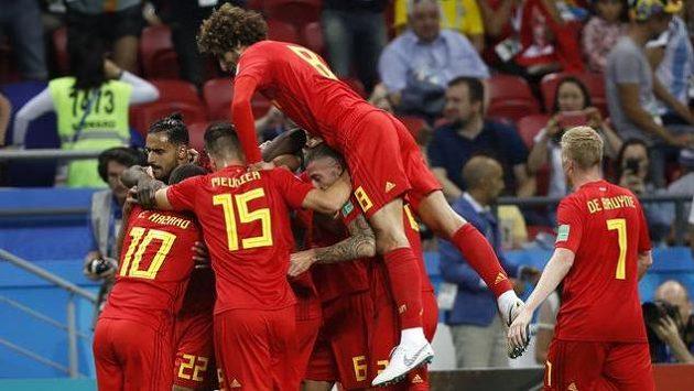 Belgičané se radují, do vedení jim ve čtvrtfinále pomohl vlastní gól Brazilce Fernadinha.