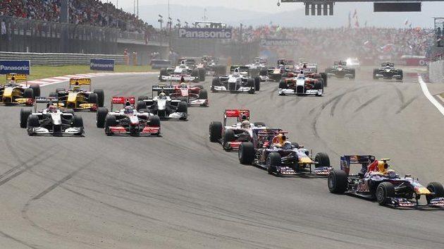 Vedoucí pozici při Velké ceně Turecka držel dlohou dobu Mark Webber z týmu Red Bull.