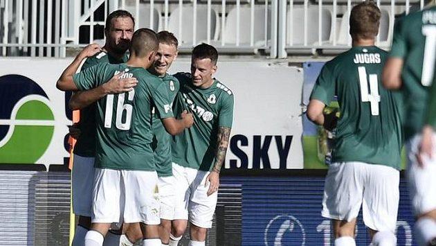 Hráči Jablonce se radují z druhého gólu proti Opavě (ilustrační foto).