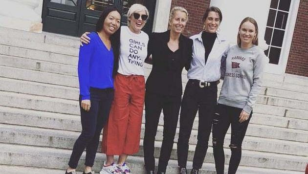 Vania Kingová (vlevo) se spolu s Bethanií Mattekovou-Sandsovou, Andreou Petkovicovou a Caroline Wozniackou rozhodla studovat na Harvardu.