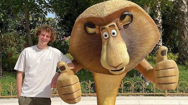 Který je který? Dva lvové Alexové na jednom snímku...