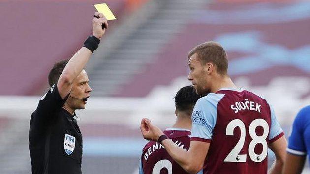 Tomáš Souček vyfasoval v utkání 35. kola Premier League proti Evertonu žlutou kartu.