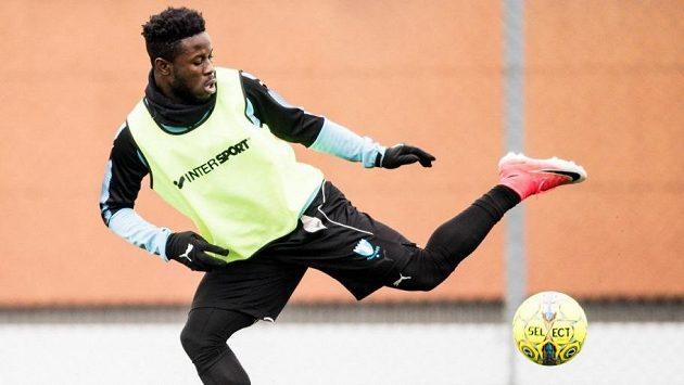 Ghanský fotbalový reprezentant Kingsley Sarfo na tréninku v Malmö.