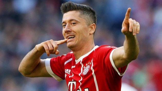 Kanonýr Bayernu Robert Lewandowski oslavuje gól v ligovém utkání s Freiburgem.