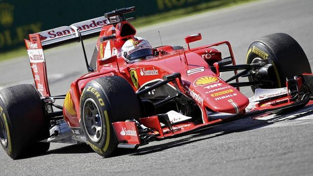 Sebastian Vettel na ferrari vyhrál kvalifikaci na Velkou cenu Singapuru.