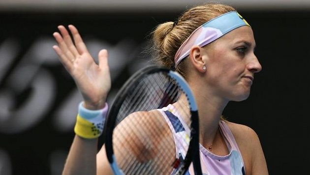 Petra Kvitová bude na Australian Open bojovat o semifinále s domácí světovou jedničkou.