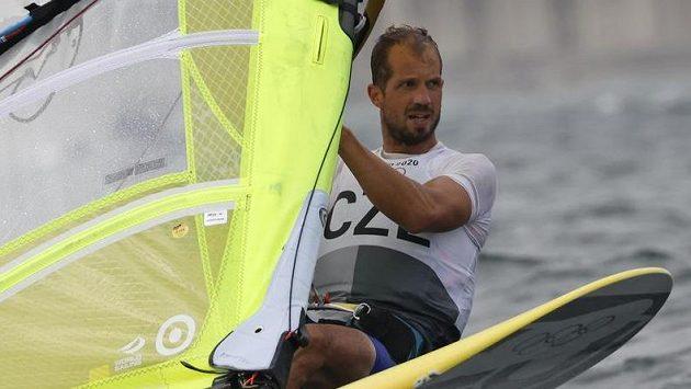 Český windsurfař Karel Lavický po dvanácti rozjížďkách olympijské regaty obsadil 22. místo