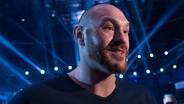 Tyson Fury se znovu chystá boxovat.