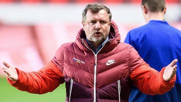 Trenér Sparty Praha Pavel Vrba během derby na Slavii.