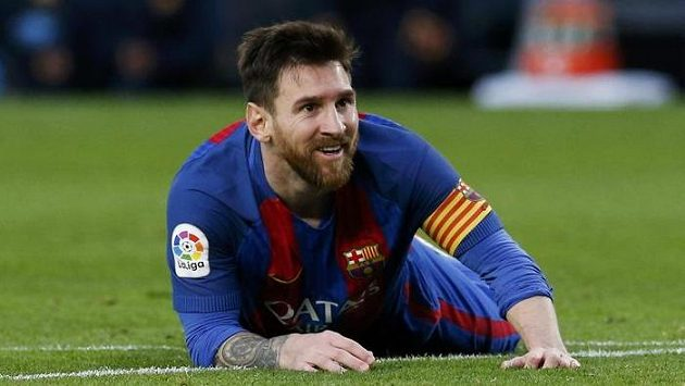 Barcelonská hvězda Lionel Messi zatím zvažuje, zda v klubu prodlouží smlouvu.