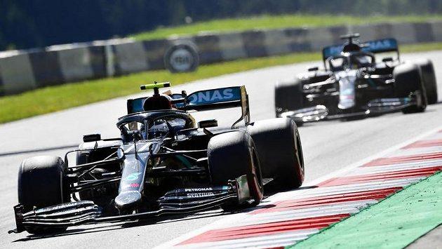 Finský pilot Mercedesu Valtteri Bottas ovládl úvodní závod MS formule 1.
