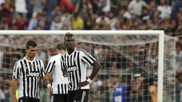 Fotbalisté Juventusu po porážce s AS Řím.
