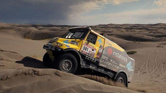 Aleš Loprais s kamiónem Tatra na trati Rallye Dakar.