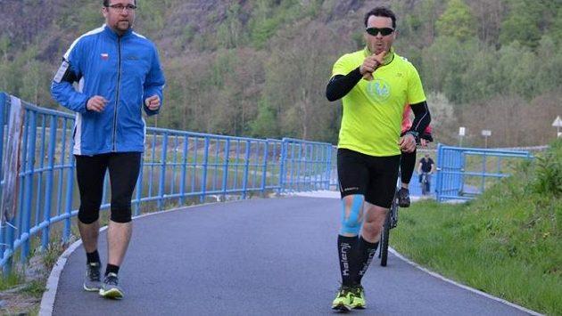Tomáš Slavata (vpravo) na cestě, která se zdála někdy nekonečná.