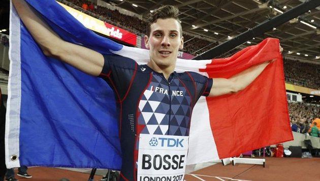 V Londýně slavil Pierre-Ambroise Bosse nečekaný titul, o pár dní později se stal ve své zemi terčem přepadení.