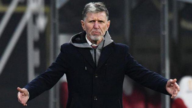 Trenér Jaroslav Šilhavý během utkání v Německu.