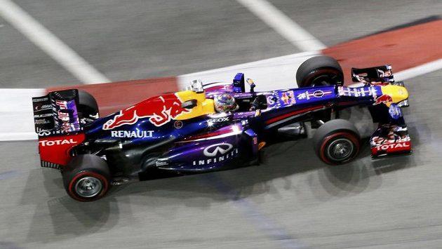 Německý šampión Sebastian Vettel ze stáje Red Bull zajel nejrychlejší čas při pátečních trénincích na Grand Prix Singapuru.